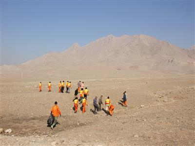 جمعآوری ۲۵ تن زباله از حاشیه اتوبان در شهرستان آبیک