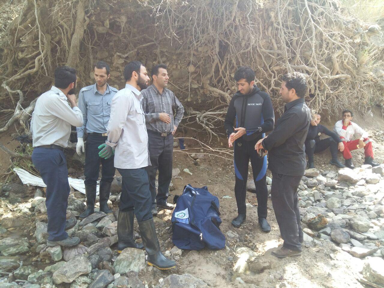 جسد غریق ۱۶ ساله در رودخانه خوزنان آبیک کشف شد+تصاویر