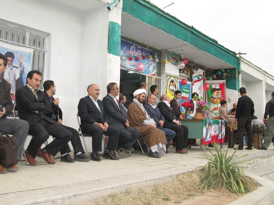 جشن انقلاب در مدارس آبیک برگزار شد