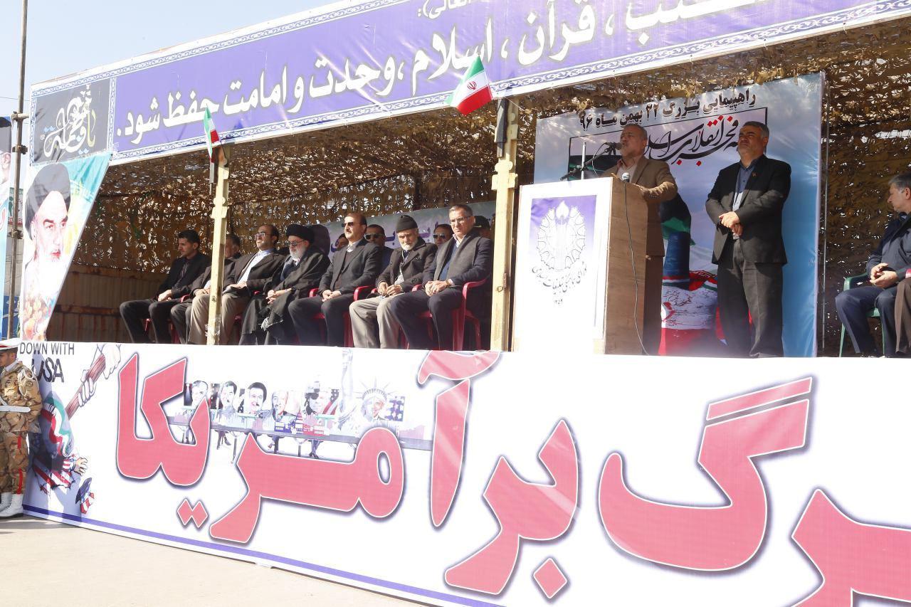 حضور همیشه درصحنه مردم رمز تداوم انقلاب اسلامی است